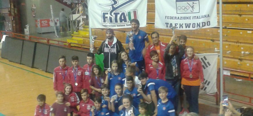 Il team Cotturone prima società classificata all'Interregionale di Perugia di Taekwondo