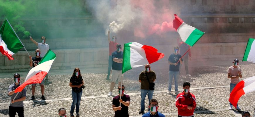 Mascherine tricolori: sesto sabato in piazza anche in Abruzzo