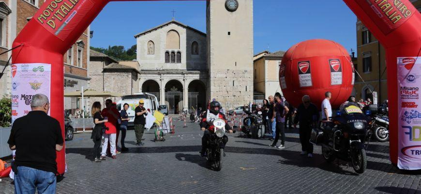TOCCA AVEZZANO LA RIEVOCAZIONE STORICA DEL MOTO GIRO D'ITALIA