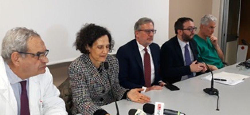 L'AQUILA: PRIMA OPERAZIONE CON ROBOT CHIRURGICO