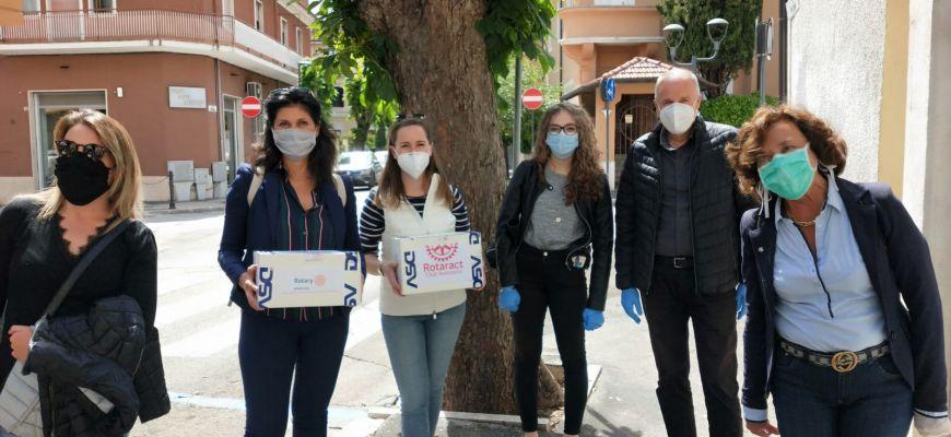 Avezzano: Rotary e Rotaract donano mascherine alla Caritas della Diocesi dei Marsi