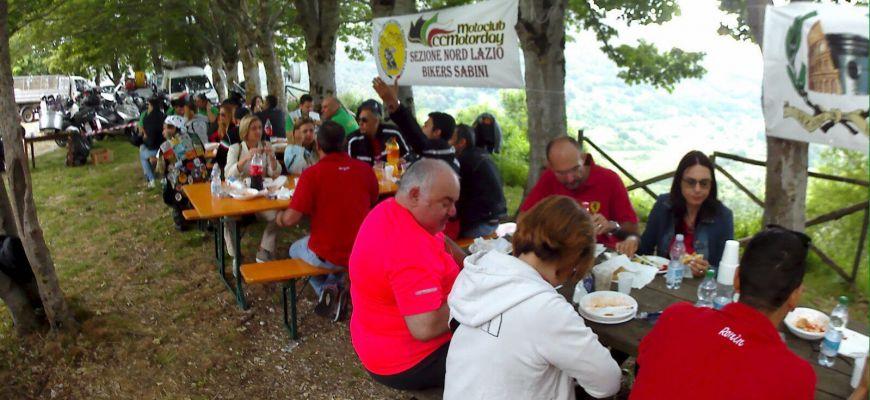 Carabinieri - motociclisti in tour per una domenica in famiglia