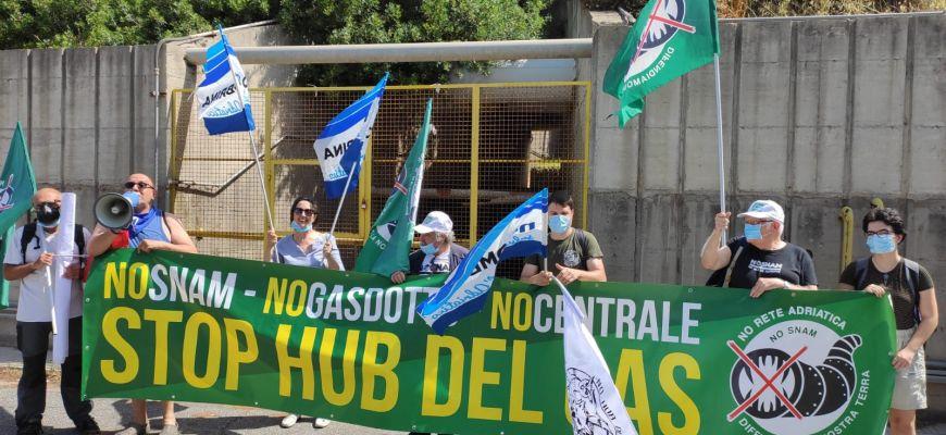 Attivisti NO GAS dall'Abruzzo hanno manifestato oggi a Civitavecchia