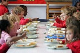 Mensa a scuola. Il pasto da casa è un diritto