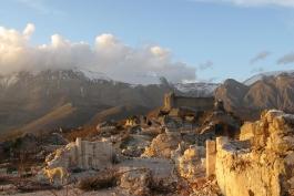 Archeologia a km0: ad Alba Fucens il percorso delle mura