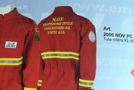 La divisa antincendio della Protezione Civile di Tagliacozzo su un catalogo di 'moda' nazionale