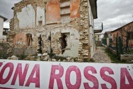 L'Aquila, i familiari delle vittime del sisma non tacciono ma protestano