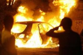 Renault Scenic a fuoco nella periferia di Capistrello