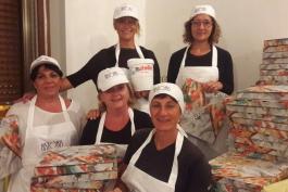 Morino, il successo della pizza grazie alle donne del comitato